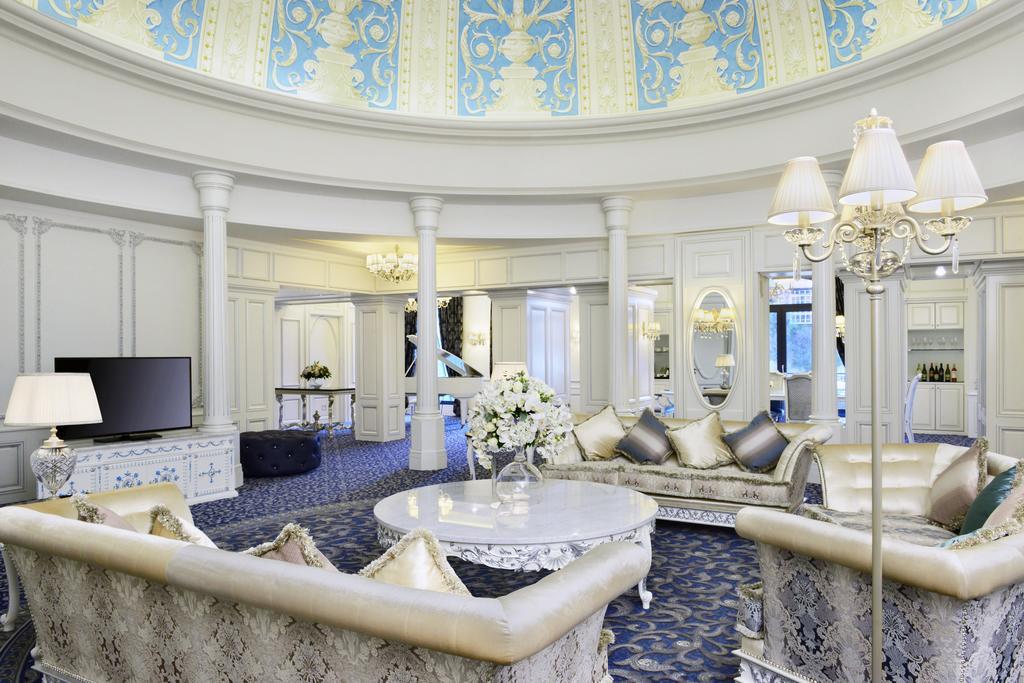 интерьер в отеле ambassadori в тбилиси