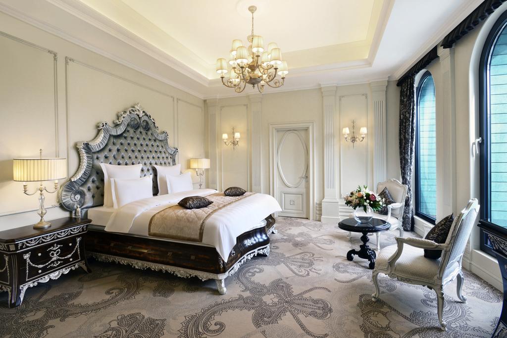 номер в отеле ambassadori в тбилиси