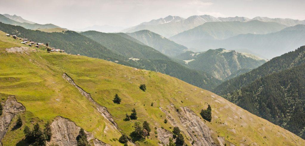 горы в Рача (Грузия)