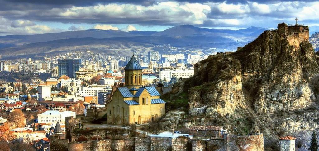 Вид на старинный Тбилиси с высоты птичьего полёта
