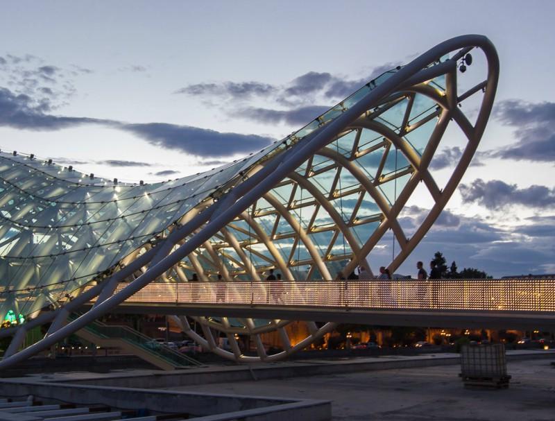 достопримечательность Грузии - Мост Мира Тбилиси