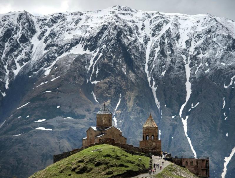 достопримечательность Грузии - Троицкая церковь - Гергети (гора Казбек)