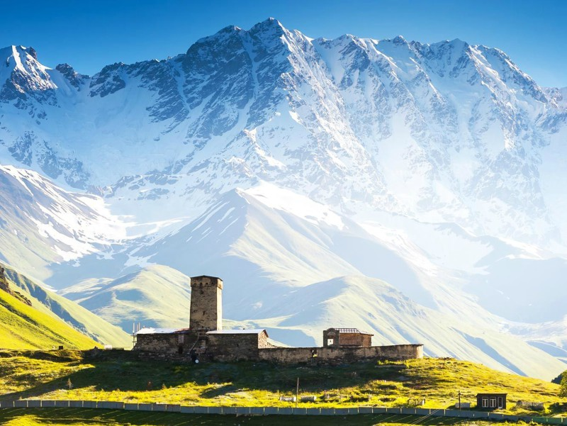 достопримечательность Грузии - Сторожевые башни Местии(Сванские башни)