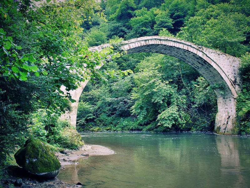 достопримечательность Грузии - Мост Царицы Тамары