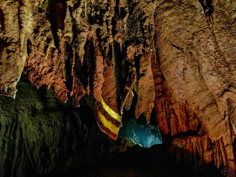 Пещеры Прометея с подсветкой