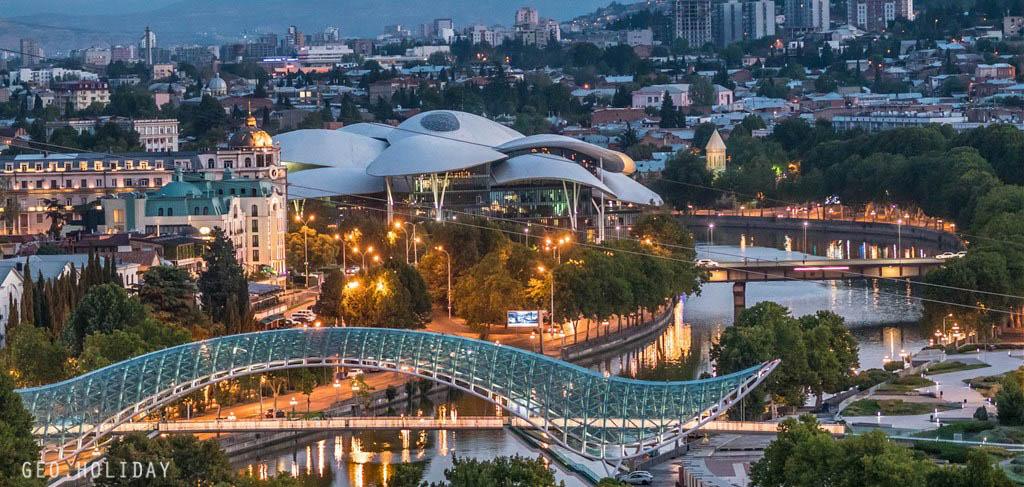 Ночной Тбилиси, Мост Мира