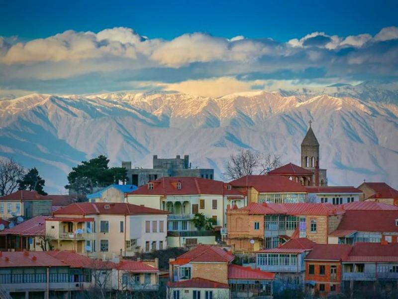 Сигнахи вид на город и горы в Кахетии