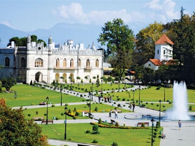 картинка города Грузии - Зугдиди, image of Georgian city- Zugdidi